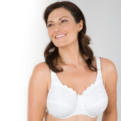 9cf05a4bb Berlei Minimiser Full Cup Cotton Wired Bra - In white in cup sizes C to F.  Minimise your bust by up to 3 cms! Firm everyday cotton wired bra with two  ...